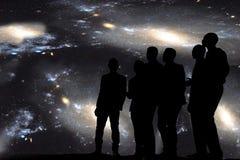 Canto debajo de las estrellas imágenes de archivo libres de regalías