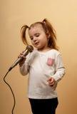 Canto della bambina Immagine Stock Libera da Diritti