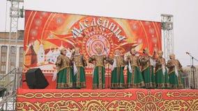Canto della banda delle Russo-gente con le canzoni in scena stock footage