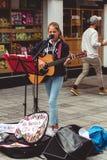 Canto di Allie Sherlock dell'artista sulla via di Oliver Plunkett Fotografia Stock Libera da Diritti