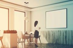 Canto interior do café branco, cartaz, madeira, mulher Foto de Stock Royalty Free
