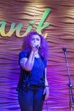 Canto a Irkutsk, Federazione Russa del cantante della donna Fotografia Stock