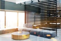 Canto preto da sala de visitas, mesa redonda tonificada Fotografia de Stock Royalty Free