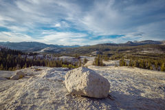 Canto rodado errático glacial, parque nacional de Yosemite Imagenes de archivo