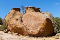 Canto rodado grande en la roca Enchanted imagenes de archivo