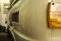 Canto traseiro esquerdo altamente arredondado do carro do vintage foto de stock