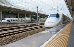 CANTON, CINA - 3 MAGGIO 2017: Treno ad alta velocità cinese della strada principale Fotografia Stock