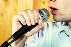 Cantor e microfone da música Fotografia de Stock