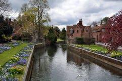 Cantorbéry, Royaume-Uni - fleuve et jardins image libre de droits