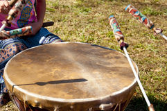 Cantores e bateristas em um festival local Fotografia de Stock