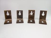 Cantos de metal para armários de suspensão, com furos para os parafusos oxidado Imagem de Stock Royalty Free