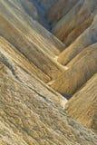 Cantos pesadamente erosionados en el barranco de oro, parque nacional de Death Valley Imágenes de archivo libres de regalías