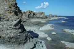 Cantos rodados de la playa, Suecia, Gotland Imagen de archivo libre de regalías