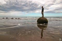 Cantos rodados de Moeraki en Nueva Zelandia Fotografía de archivo libre de regalías