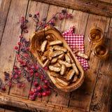 Cantucci dans la cuvette en bois olive Image stock