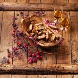 Cantucci dans la cuvette en bois olive Photographie stock
