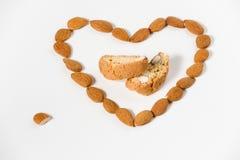 Cantuccini con forma del corazón de las almendras Imágenes de archivo libres de regalías