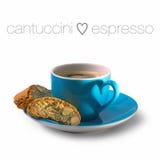 Cantuccini et tasse d'expresso avec la forme de coeur Image libre de droits