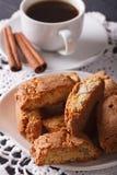 Cantuccini z migdałami i kawą z cynamonowym zakończeniem Verti Fotografia Royalty Free