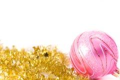 Canutiglia dorata con la sfera di vetro dentellare immagini stock libere da diritti