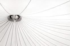 Canvasdak en structuur die tussen gebouwen wordt uitgerekt stock fotografie