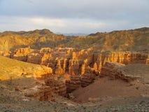 Canyon asciutto rosso e giallo Immagini Stock
