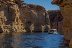 Canyon complètement de l'eau en gorge de Powell de lac arizona photographie stock
