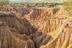 Canyon d'érosion à la montagne de Koranna près de la laine de bois photographie stock libre de droits