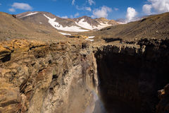 Canyon d'Opasny sur les pentes du volcan de Mutnovsky Photo stock
