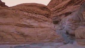 Canyon de mosaïque - un point de repère étonnant dans le Death Valley célèbre clips vidéos