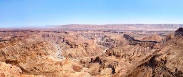 Canyon de rivière de poissons pendant la vue supérieure de saison sèche, beau panorama scénique de paysage de montagne dans l'Afr images libres de droits