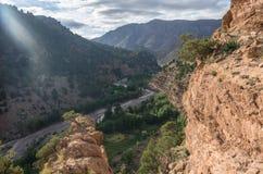 Canyon del fiume della montagna nell'alta gamma dell'atlante, Marocco, Africa Immagini Stock