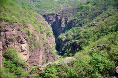 Canyon di area scenica di Yuntaishan Hongshixia immagini stock libere da diritti