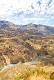 Canyon di Colca, Perù, Sudamerica Inche per sviluppare agricoltura dei terrazzi con lo stagno e la scogliera Uno dei canyon più p Fotografie Stock