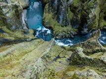 Canyon di Fjadrargljufur, Islanda, Islanda del sud, vista sbalorditiva verde una di canyon più bello immagine stock