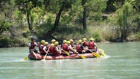 CANYON DI KOPRULU - TURCHIA - LUGLIO 2016: Innaffi il rafting sulle rapide del fiume Koprucay al canyon di Koprulu, Turchia Fotografia Stock