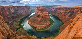Canyon en fer à cheval sur le fleuve Colorado aux Etats-Unis Image stock