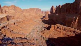 Canyon en parc national de voûtes banque de vidéos