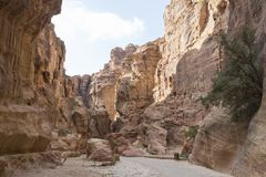 Canyon entrance to the lost city of petra, Jordan Stock Photos