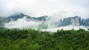 Canyon grand nuageux de Mufu dans Enshi Hubei Chine Image stock