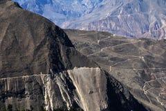 Canyon Pérou de Cotahuasi avec la route morte Image libre de droits