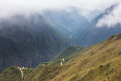 Canyon profondo delle montagne nel Nepal Fotografia Stock