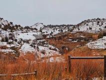 Canyon rouge de roche après une neige image stock
