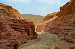 Canyon rouge en montagnes d'Eilat, Israël Photos stock