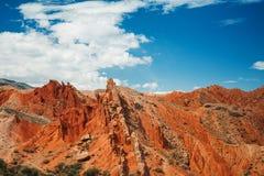 Canyon rouge, gorges des rameurs contre le ciel bleu Image libre de droits