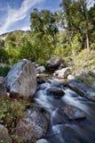 Canyon scorrente dell'insenatura della quercia di Sedona Arizona del fiume di esposizione lunga fotografia stock
