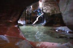 Canyoneering en Utah image stock