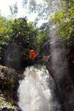 Canyoning καταρράκτης κόσμιο Βιετνάμ Στοκ Εικόνες