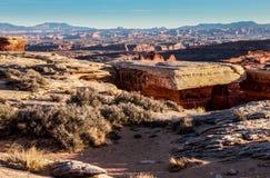 Canyonlands för väg för kant för Whitecrack område vit ö för nationell park- i himlen Utah Royaltyfria Bilder