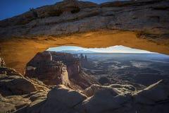 Canyonlands nationalpark, mesa-båge Royaltyfria Bilder